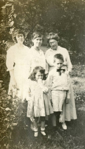James Agee as a child, with sister, mother, aunt, and grandmother, probably a couple of summers after 1915