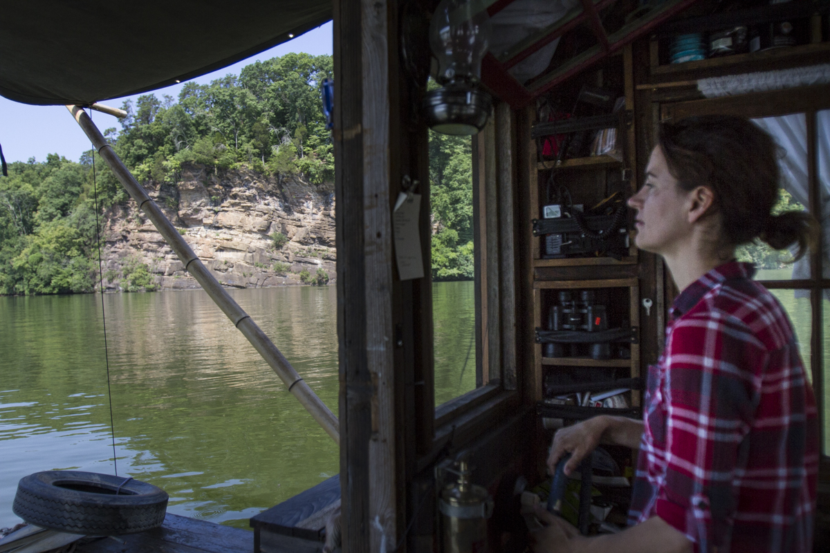 Lauren Benz pilots the shantyboat Dotty along the Tennessee River.
